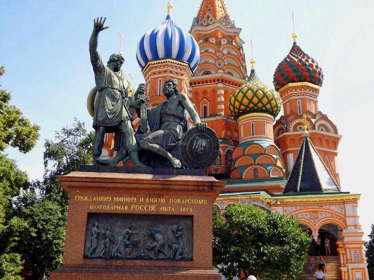 St. Basil's Cathedral on Red Square in Moscow. Собор Василия Блаженного на Красной площади в Москве.