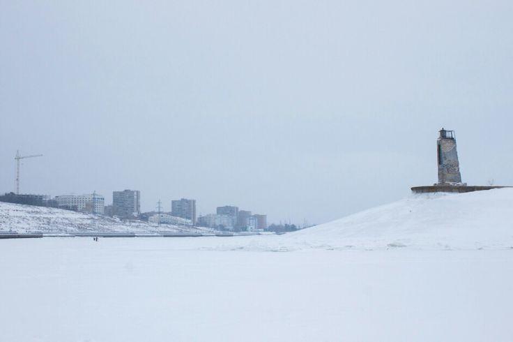 Заброшенный маяк на волнорезе. Волга. Тольятти.