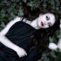 gothic vampire photo: vampire woman VampireGirllyingintheleaves.jpg