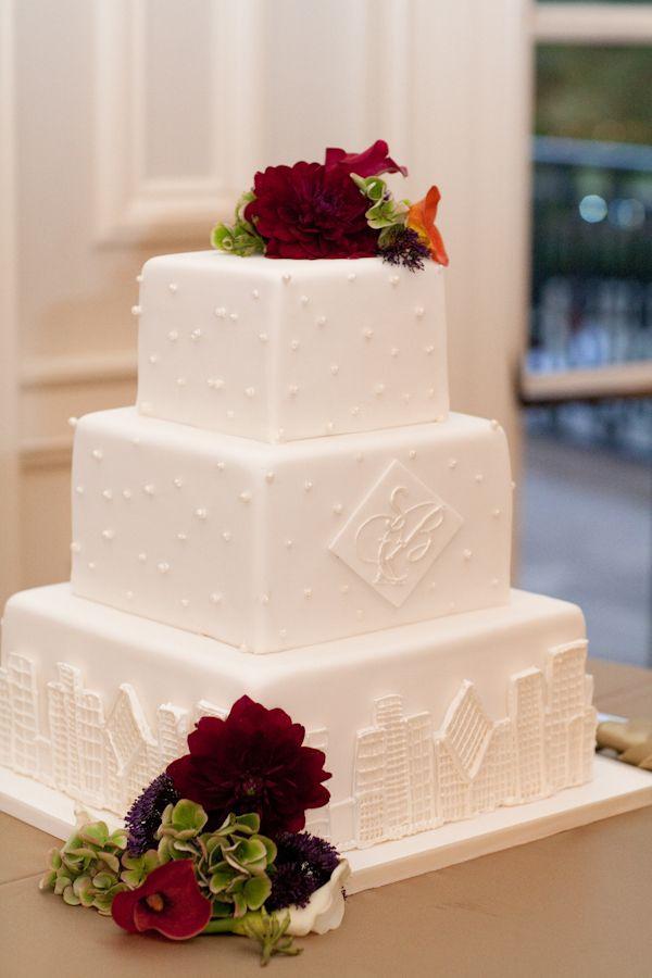 Dawn E Roscoe Photography, white wedding cakes, chicago skyline cake, Chicago History Museum