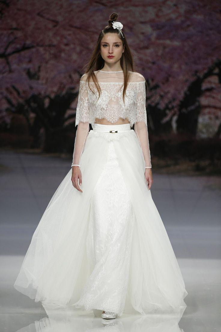 Vestido de novia falda larga y top con transparencias y encaje. Diseño de Inmaculada García.