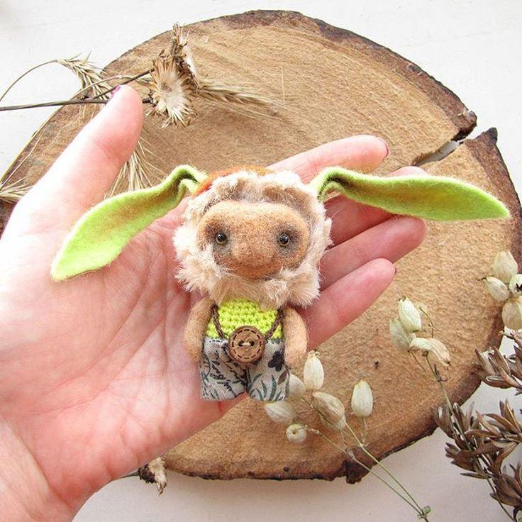 Валяный вязаный зайце-моле-леприкон. Между прочим,  штаны и шапка снимаются :-) Upd: нашел своих хозяев #заяц #валяние #кролик #шерсть #любоидорого #luboidorogo #felt #rabbit #feltrabbit #felting #rabbittoy #felttoy #feltbunny #bunny #bunnytoy #gifttoy #giftideas #weamiguru #amigurumi #knittingtoys  #knit #crochet #игрушка #あみぐるみ #かぎ針編み #手工芸品 #手工业 #针织玩具