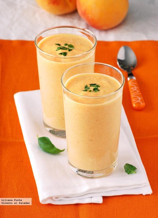 Receta de smoothie o batido cremoso de melocotón con yogur griego. Con fotos del paso a paso, consejos y sugerencias de degustación. Recetas de b...