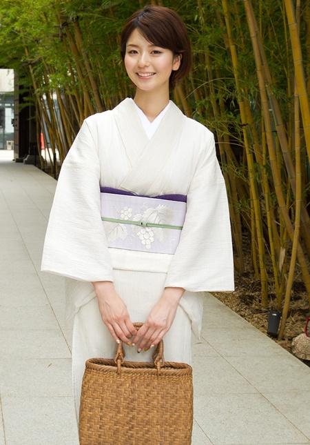 Simple White Summer Kimono with Grape Printed Obi