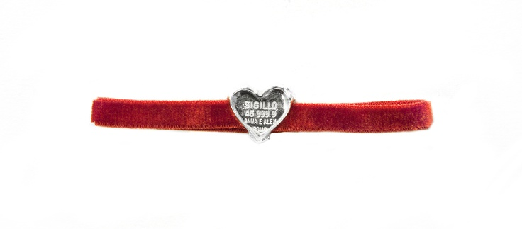 Sigillo Cuore bracelet with a seal crafted in 999,9 pure silver joined to a red velvet wristband. www.annaealex.com