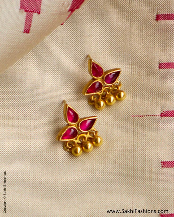 agn-26659-ruby-red-gold-silver-floral-stud-earring
