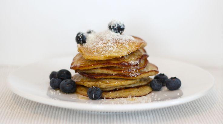 Een van mijn favoriete ontbijtjes, vooral in het weekend, zijn banaan pannenkoeken. Je hebt hier maar weinig ingrediënten voor nodig, die je hoogstwaarschijnlijk ook al standaard in huis hebt. Daarnaast zijn de pannenkoeken snel klaar, gezond en super lekker. En trouwens ook prima als lunch of after sport maaltje. Vandaag... Read More →