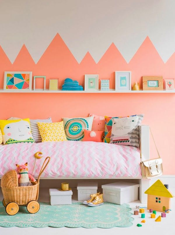 Love the color here ... almost as much as we love the mountain scene on the wall. #stylish #kids #roms