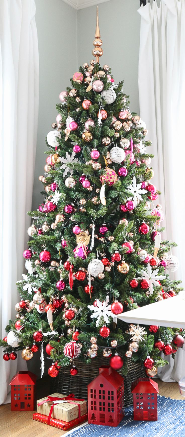 Red Pink Ombre Gradient Christmas Tree - Christmas Decor Ideas