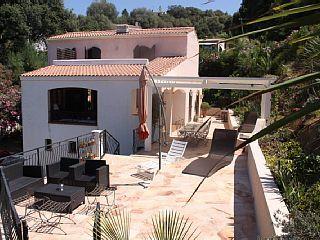 Réservez votre maison de vacances à Tiuccia, comprenant 4 chambres pour 10 personnes. Votre location de vacances à Corse du Sud sur Homelidays.