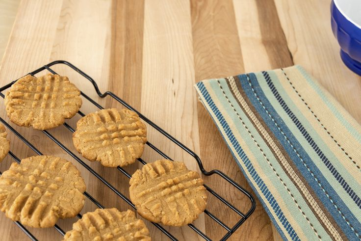 These are super good peanut butter cookies. I got it off of a peanut butter jar. Ingredients Amount Ingredient 3/4 cup Jif creamy peaut butter 1/2 cup cris