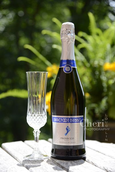 Barefoot Bubbly Prosecco is ideal with fresh fruit, salads or spicy appetizers. Pair with signature cocktails such as the Bellini, Valencia or Aperol Spritz