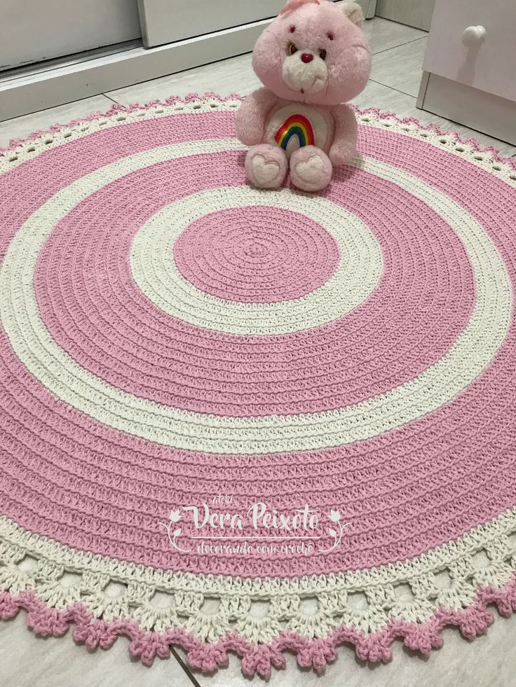 Tapete de crochê redondo rosa bebê e off white