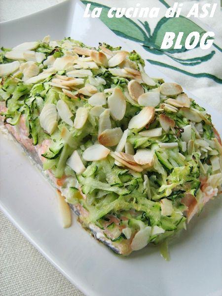 salmone al forno con zucchine mandorle