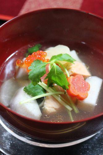 新潟風のお雑煮は、鮭と里芋が入っていて、とても美味かったです。