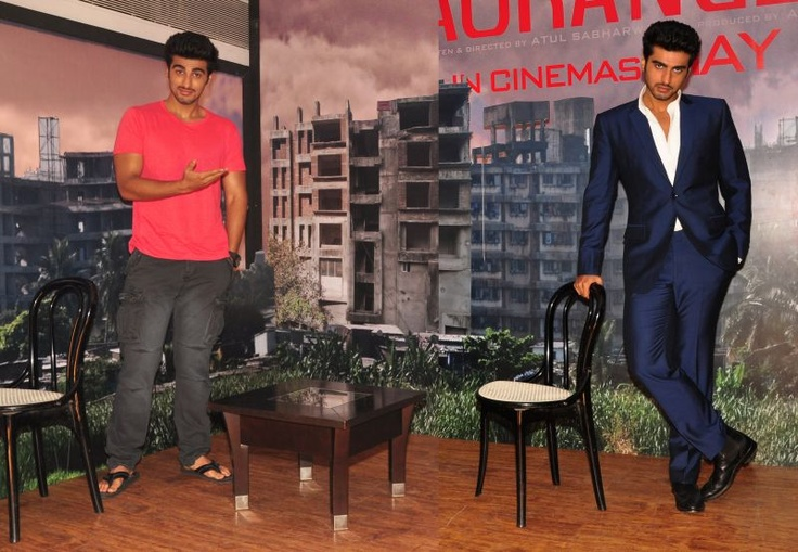 Arjun's unique way of promoting 'Aurangzeb'... http://www.buzzintown.com/bollywood-news--double-role-arjuns-unique-way-promoting-aurangzeb/id--8063.html  Are you eagerly waiting to watch Arjun's double avatar in movie? http://movies.buzzintown.com/aurangzeb/segment--synopsis/id--698435.html