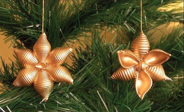 Vánoce jsou duchovními svátky, kdy se rodina sejde u jednoho stolu. Co takhle je překvapit zajímavou výzdobou, kterou ozvláštníte vánoční stromeček a nadchnete hosty?