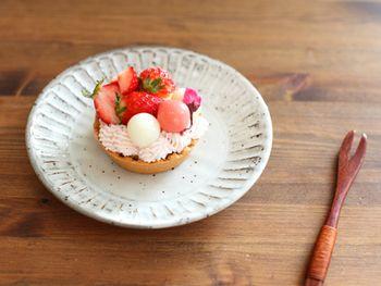 桜餡をいれた桜クリームを使って、桜満載のパフェを楽しんで。