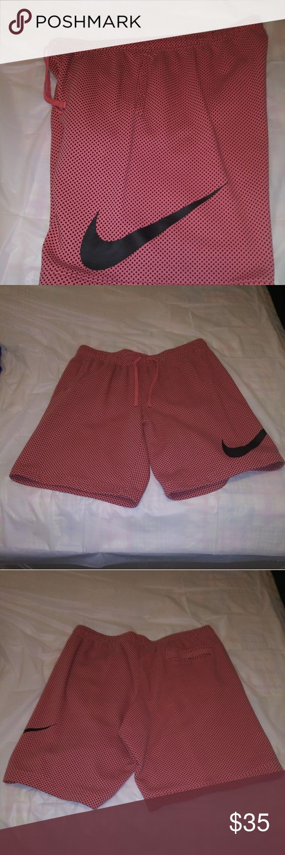 Herren Nike Shorts Herren Nike Shorts. Art Pfirsich / Hellorange mit schwarzen Punkten u …   – My Posh Closet