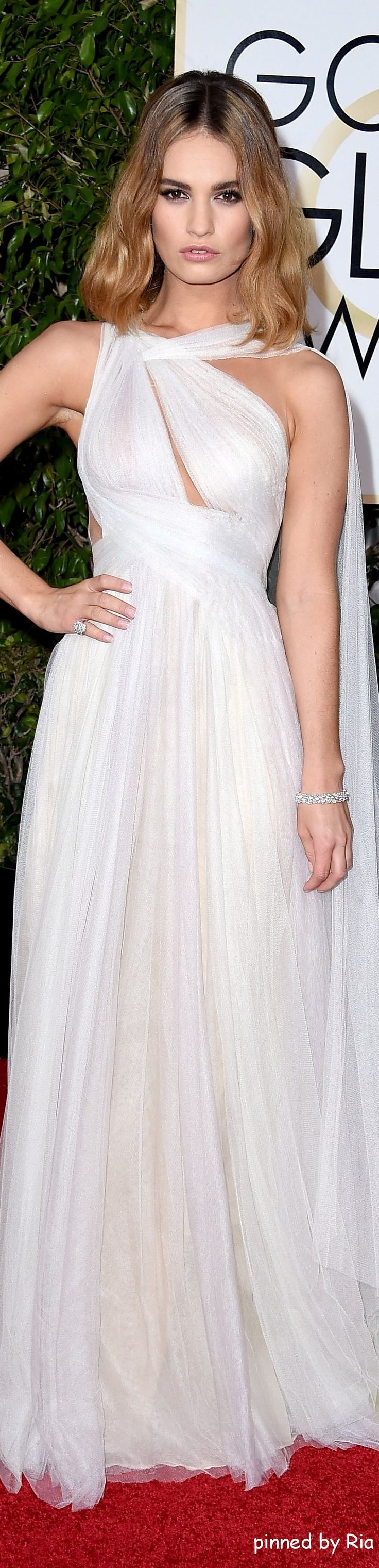 Lily James in Marchesa l Golden Globe Awards 2016 l Ria