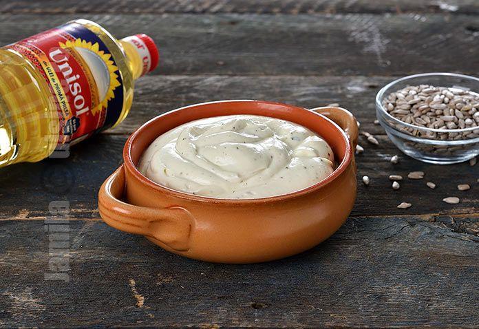 Reteta de maioneza de post este indispensabila atunci cand tineti post sau cand pur si simplu nu vreti sa folositi oua crude in maioneza.