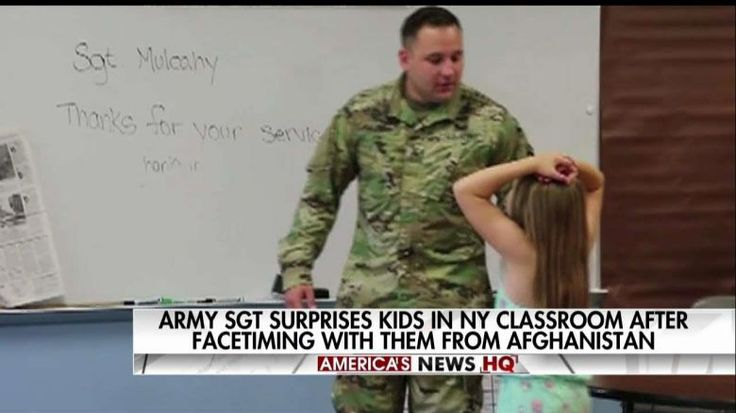 Army Sergeant Makes Surprise Visit to Fifth-Graders Who Sent Him Cards | Fox News Insider