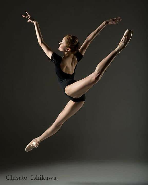 позы танцовщиц на фото ещё