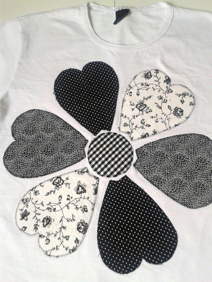 Camiseta baby look em malha 100% algodão, com patch apliquê em tricoline bordado à máquina. Tamanho M infantil.