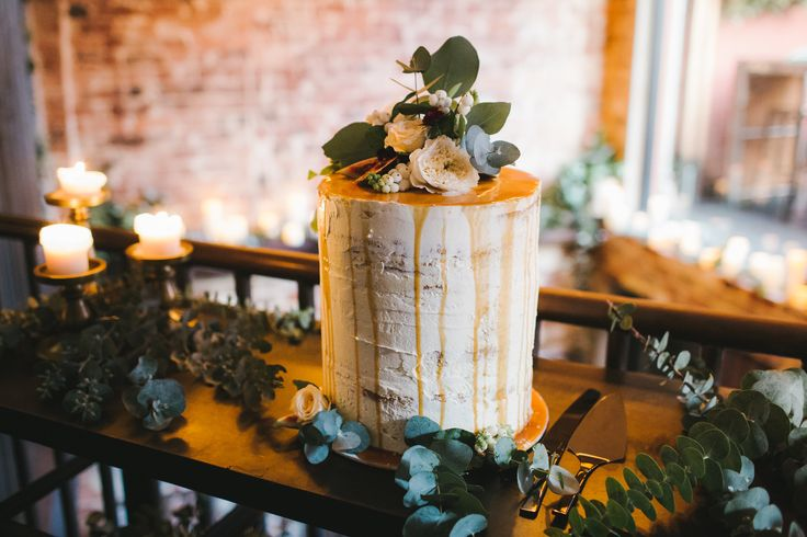 DY.o events (aka Duo) Semi-naked, double barrel wedding cake. Green and timber texture