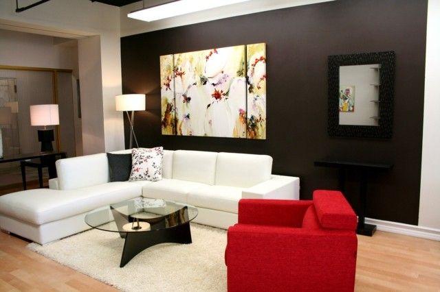 sofá grande blanco y butaca rojo