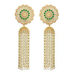 Princesses and peacocks, an era of limitless indulgence – Recreate the luxury of ancient Indias royal lifestyles with this pair of exquisite jhumkis from the Palki Collection. Extra long, fragile...