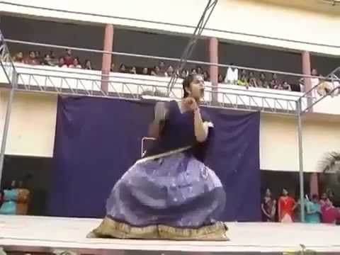 COLLEGE GIRL DANCE.. WOW.. THIS IS INDIAN DANCE.. MUST SEE