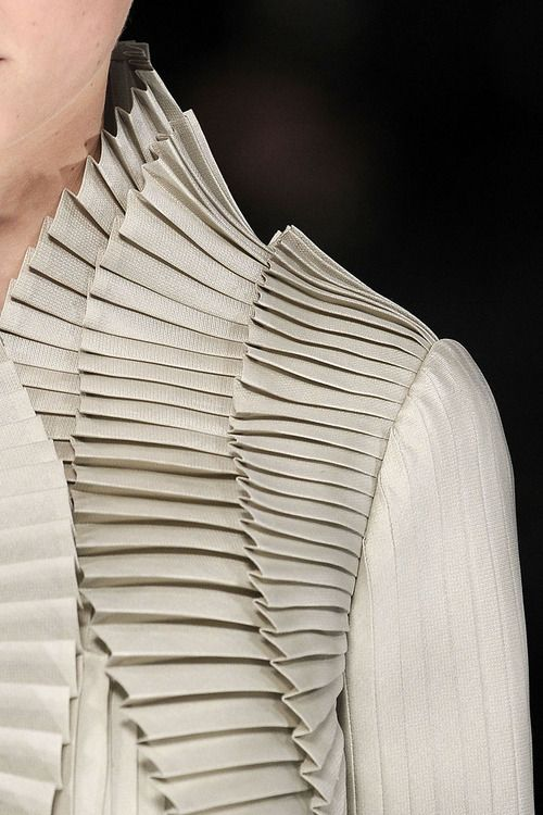 Accordion Pleats - elegant fabric manipulation for fashion design; haute couture sewing techniques Valentino details