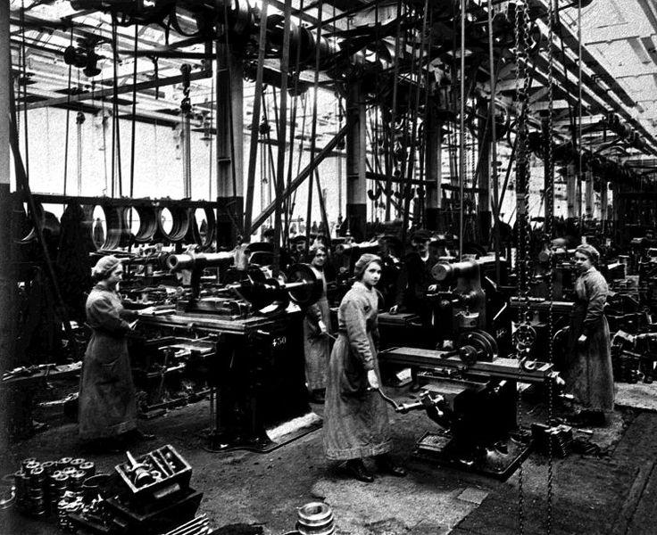 Women at milling machines during World War I. © Springburn Museum Trust. Licensor www.scran.ac.uk