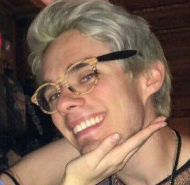 Pin By Jordyn On Awsten Knight With Glasses Awsten
