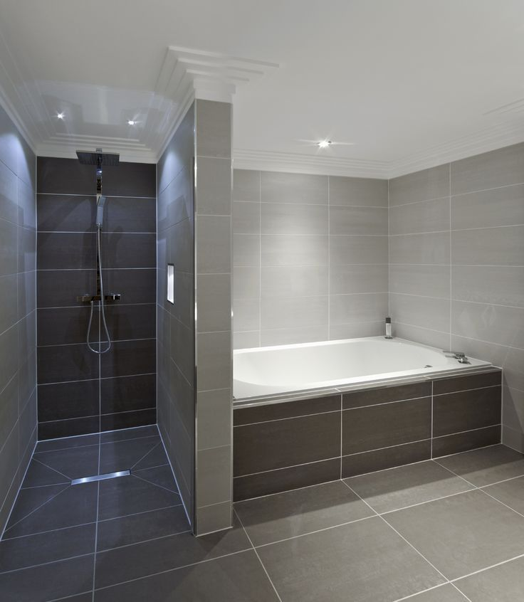 The Light And Dramatic Tiles Blend Perfectly Badewanne Fliesen