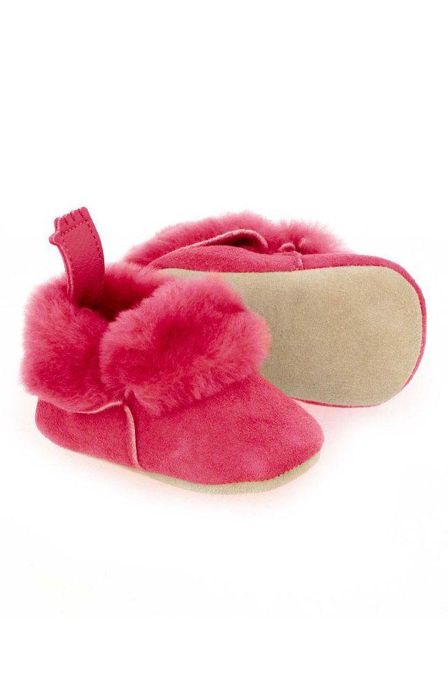 Pour Noël, cap sur ces adorables chaussons Easy Peasy pour bébé. Ils ont l'air tellement chauds, douillets et confortables !