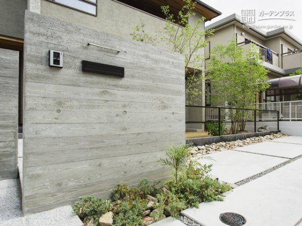 杉板のコンクリート門柱がワンランク上ファザードを演出るシンプル