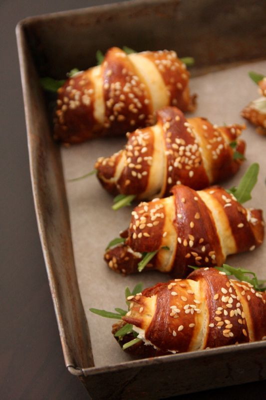 Mini croissants façon bretzel au philadelphia et aux tomates séchées