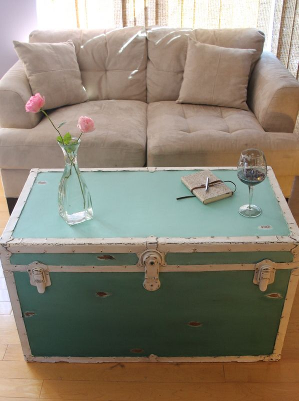 Distressed ombre steamer trunk - coffee table
