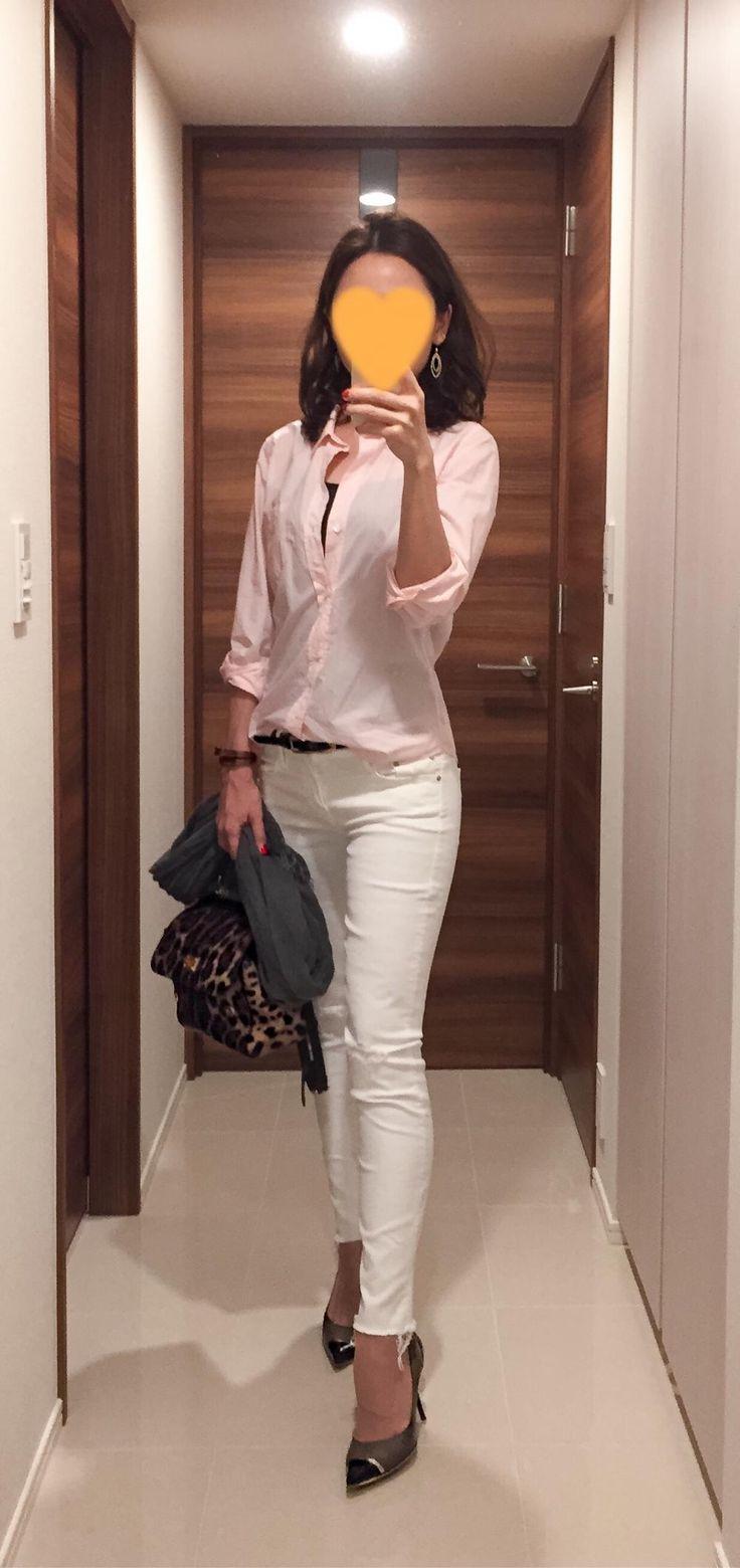 Pink shirt: BARNYARDSTORM, White skinnies: Mother, Leopard bag: Dolce&Gabbana Beige heels: Jimmy Choo