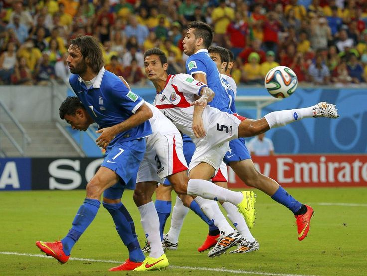 Greece's Giorgios Samaras (L) and Kostas Manolas (centre R) fight for the ball with Costa Rica's Giancarlo Gonzalez (2nd L) and Celso Borges (C) during their 2014 World Cup round of 16 game at the Pernambuco arena in Recife June 29, 2014.