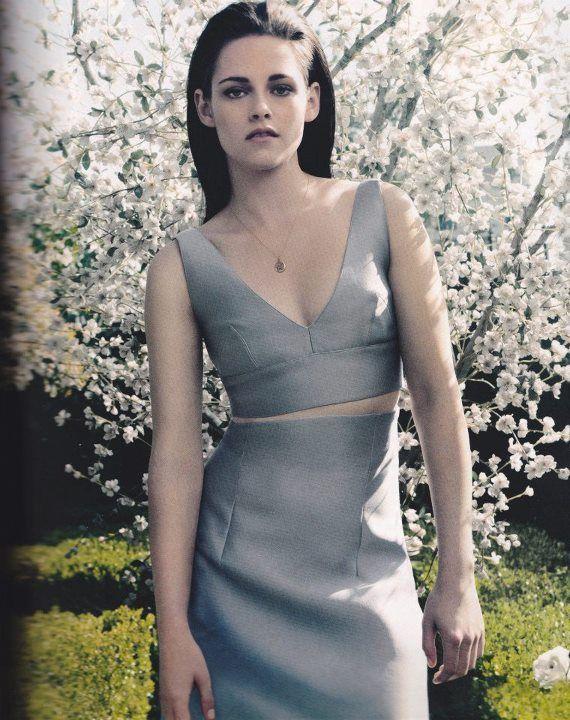 When Kristen Stewart dresses up she always has the nicest look!