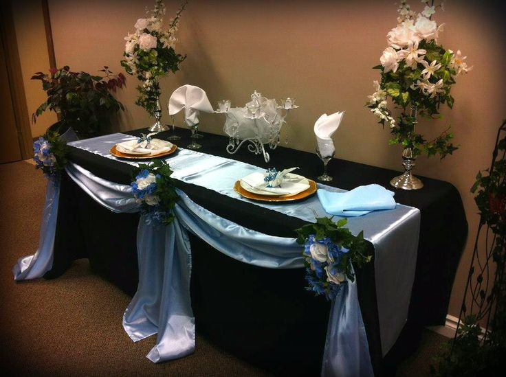 Black and Blue head table.