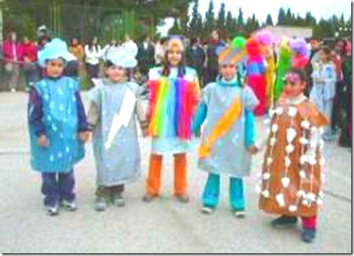 Disfraz con bolsa de basura lluvia, nieve, arco iris y rayo | Colorear http://www.multipapel.com/producto-Bolsas-de-basura-de-colores-para-disfraces.htm