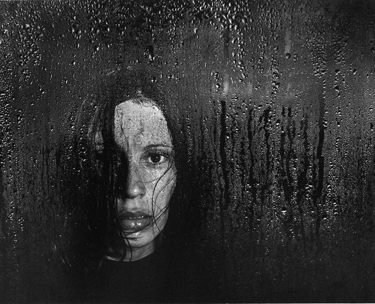 She is alone. ©Pedro Luis Raota