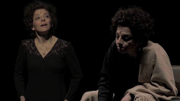 """""""Piaf"""" - Schauspielbühnen Stuttgart  ALTES SCHAUSPIELHAUS PIAF Schauspiel mit Musik von Pam Gems In einer kalten Dezembernacht des Jahres 1915 unter einer Straßenlaterne in Paris geboren; als Kleinkind fast erblindet; früh von der Mutter verlassen und bei einer lieblosen Großmutter lebend die sie beinahe verhungern ließ. Später von Huren in einem Bordell in der Normandie großgezogen; als Siebenjährige bereits mit dem Vater einem herumziehenden Akrobaten auf den Landstraßen unterwegs  um die…"""