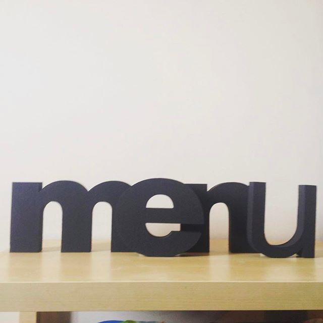 Γράμματα από #φελιζόλ πάχους 5εκ. για καφετέρια. Διακόσμησε το δικό σου χώρο εύκολα και οικονομικά με γράμματα και σχήματα από φελιζόλ στη διάσταση και το χρώματα που επιθυμείς. Για περισσότερες πληροφορίες καλέστε στο 6939051709. #decor #felizol #athens #3D #menu #workinprogress