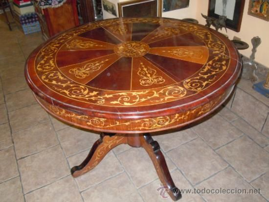 OLD TABLE WITH MARQUETRY.  Measurements: diameter 110 cm, height 80 cm. Restoration is needed.