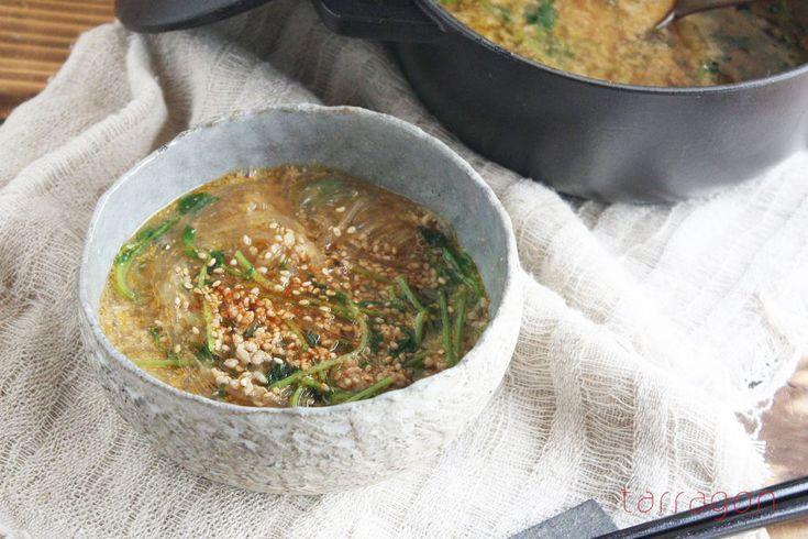 おはようございます♪ 今週も朝スムージー&スープの時間がやってきました、フードデザイナーのタラゴン(奥津純子)です♪ 朝忙しい時でも野菜もフルーツも摂りたい!という方にぴったり、1日の目覚めがしゃっきりとする1杯をお届け …